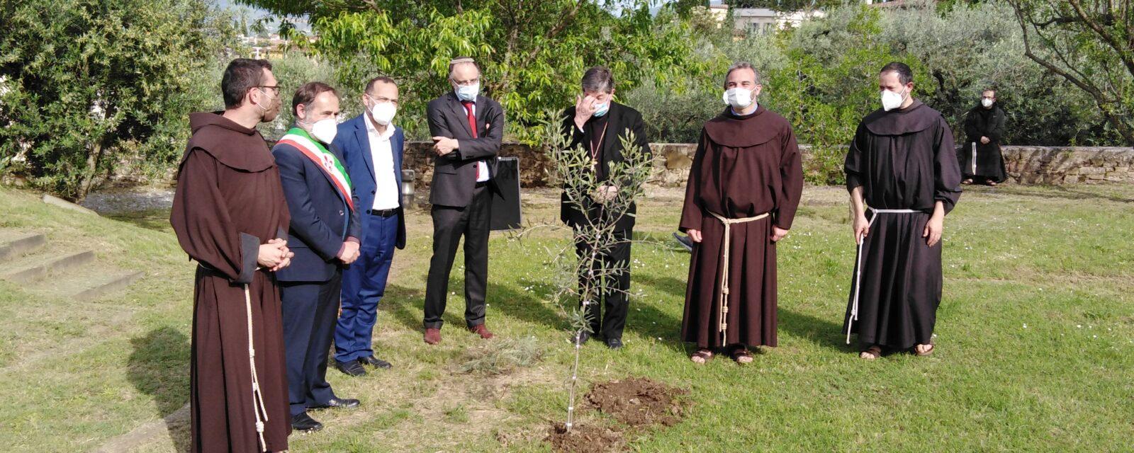Al convento di Monte alle Croci a Firenze il rabbino, l'imam e il vescovo invocano pace per la Terra Santa